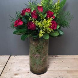 Σύνθεση Γυάλα Κόκκινα Τριαντάφυλλα Κίτρινες Λεπτομέρειες