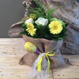 Πουγκί Από Τσουβάλι Με Λουλούδια Και Κουδουνίστρα