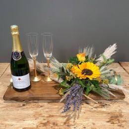 Επαγγελματικό Δώρο Δίσκος Ξύλινος Σύνθεση Λουλούδια Σαμπάνια Ποτήρια Σαμπάνιας