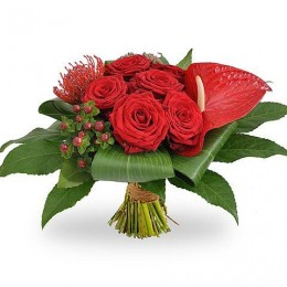 Ανθοδέσμη Λουλούδια Κόκκινα Τριαντάφυλλα Ανθούριο Υπέρικουμ Λευκόσπερμα