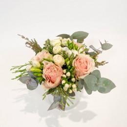 Ανθοδέσμη Λουλούδια Τριαντάφυλλα Φρέζιες Υπέρικουμ Ευκάλυπτο Safari