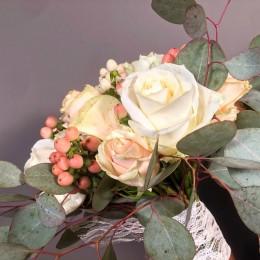 Νυφικό Μπουκέτο Γάμου Σομόν Τριαντάφυλλο Ροζ & Ιβουάρ Υπέρικουμ Ευκάλυπτο
