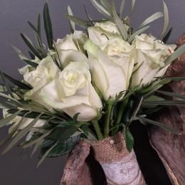 Νυφική Ανθοδέσμη Λευκά Τριαντάφυλλα & Ελιά