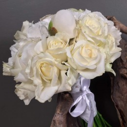 Νυφικό Μπουκέτο Γάμου Λευκά Τριαντάφυλλα Παιώνιες Ορτανσίες