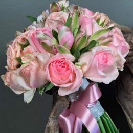 Νυφικό Μπουκέτο Ροζ Τριαντάφυλλα Αλστρομέρια