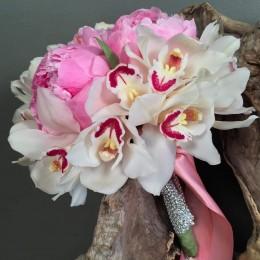 Νυφικό Μπουκέτο Γάμου Παιώνιες Ορχιδέες Συμπίντιουμ