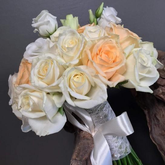 Νυφική Ανθοδέσμη Γάμου Λευκά Σομόν Τριαντάφυλλα Λευκός Λυσίανθος