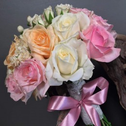 Νυφικό Μπουκέτο Γάμου Ρομαντικό Τριαντάφυλλα Υπέρικουμ