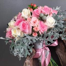 Νυφικό Μπουκέτο Τριαντάφυλλα Υπέρικουμ Dusty Miller Silver Brunia