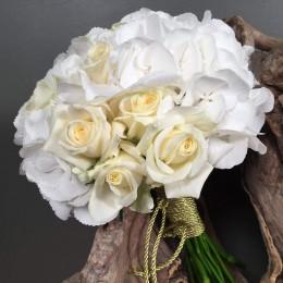 Νυφικό Μπουκέτο Λευκή Ορτανσία Τριαντάφυλλα