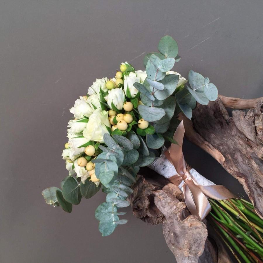 180f2218b790 Νυφική Ανθοδέσμη Μπουκέτο Λευκά Τριαντάφυλλα Μίνι Ευκάλυπτο Γάμος ...