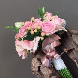 Νυφικό Μπουκέτο Γάμου Ροζ Λουλούδια & Λεπτομέρεια Λευκό