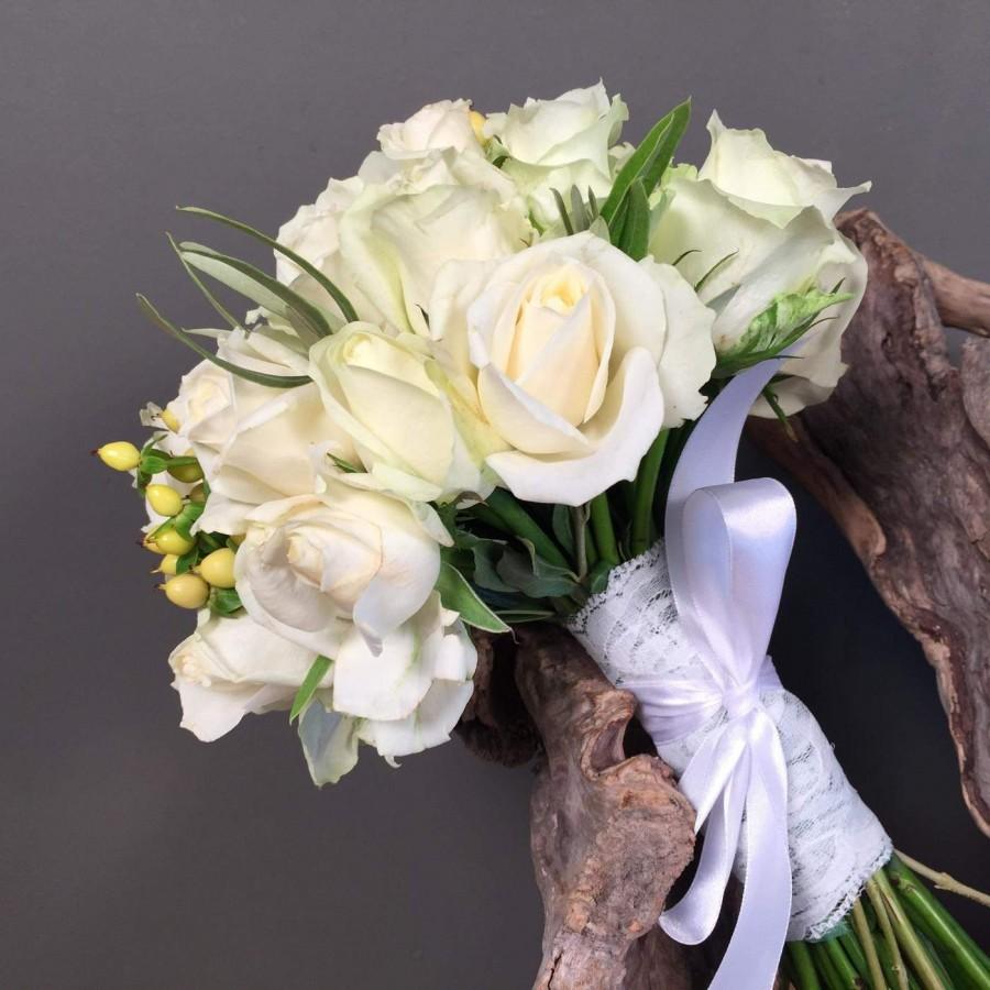 465c637ade3d Νυφικό Μπουκέτο Ανθοδέσμη Λευκά Τριαντάφυλλα Μπεζ Υπέρικουμ ...