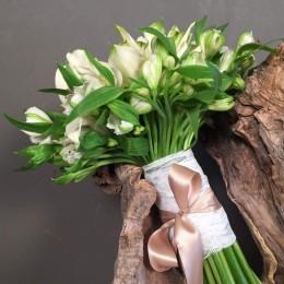 Νυφικό Μπουκέτο Γάμου Λευκές Κάλες Αλστρομέριες