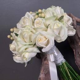 Νυφική Ανθοδέσμη Γάμου Λευκά Τριαντάφυλλα Υπέρικουμ
