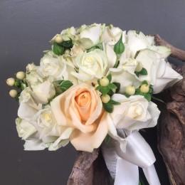 Νυφική Ανθοδέσμη Λευκά Σομόν Τριαντάφυλλα Υπέρικουμ