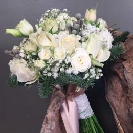 Νυφική Ανθοδέσμη Γάμου Λευκά Τριαντάφυλλα Έλατο Silver Brunia