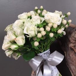 Νυφική Ανθοδέσμη Γάμου Λευκά Μίνι Τριαντάφυλλα Υπέρικουμ