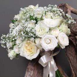 Νυφική Ανθοδέσμη Γάμου Λευκά Τριαντάφυλλα Μίνι Γυψοφύλλη