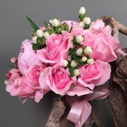 Νυφική Ανθοδέσμη Γάμου Ροζ Λουλούδια Ιβουάρ Υπέρικουμ