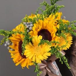 5699144ce710 Νυφική Ανθοδέσμη Γάμου Ήλιοι Ζέρμπερες Σολιντάγκο Silver Brunia