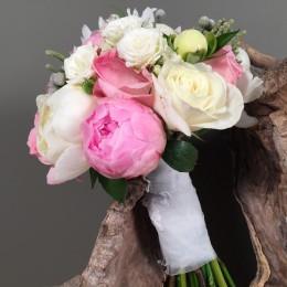 Νυφική Ανθοδέσμη Γάμου Παιώνιες Ροζ Λευκά Τριαντάφυλλα Silver Brunia