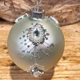Χριστουγεννιάτικη Μπάλα Γυάλινη Ασημένια Κάθετα Φτερά Παγωνιού 10εκ