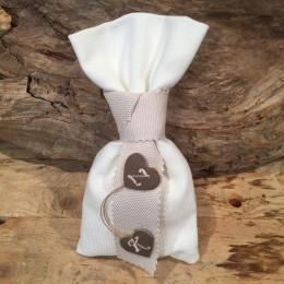 Μπομπονιέρα Γάμου Υφασμάτινο Ιβουάρ Πουγκί Μόκα Κορδέλα Καρδούλες Αρχικά