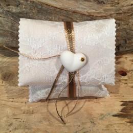 Μπομπονιέρα Γάμου Φάκελος Δαντέλα Λαδί & Χρυσό Κορδόνι Καρδούλα