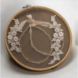 Στεφανοθήκη Ξύλινη Κορνίζα Πλεκτά Λευκά Λουλούδια