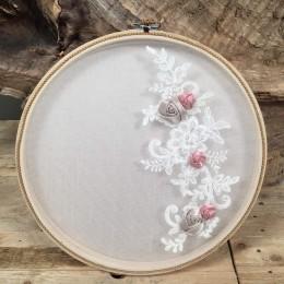 Στεφανοθήκη Ξύλινη Κορνίζα Πλεκτά Λουλούδια & Πέρλες